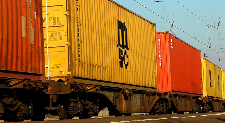 Železnički transport robe
